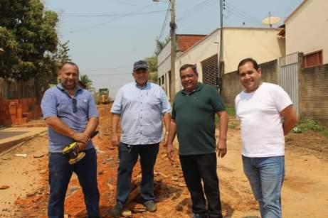 Cirleudo chegou a Sena com maquinário e com o anúncio de recapeamento e asfaltamento de ruas/Foto: cedida