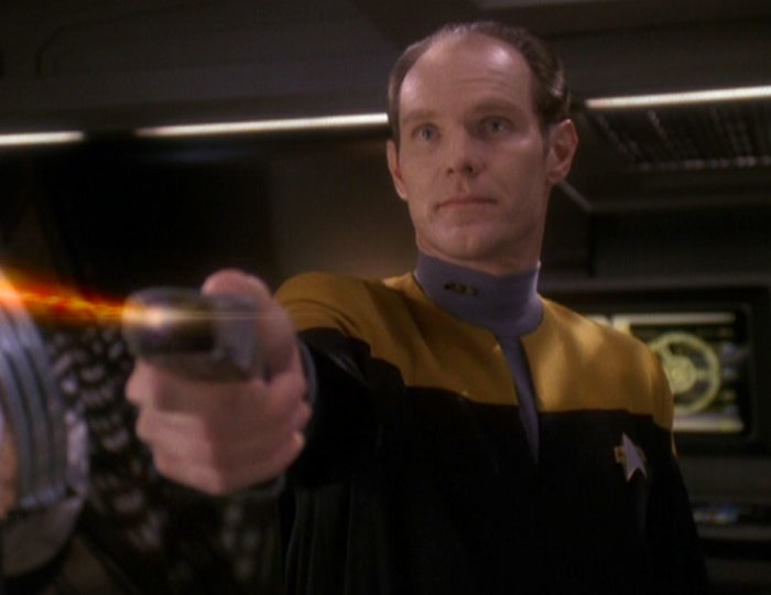 Eddington_fires_phaser