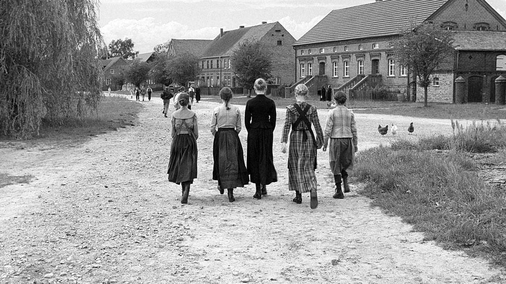 """""""O laço branco"""" de Haneke e a semente do totalitarismo"""