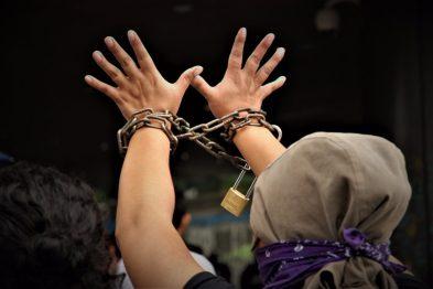 Tres estudiantes fueron condenados por el delito de usurpación por protestar contra normas académicas. Más de 20 han sido procesados judicialmente los últimos días.