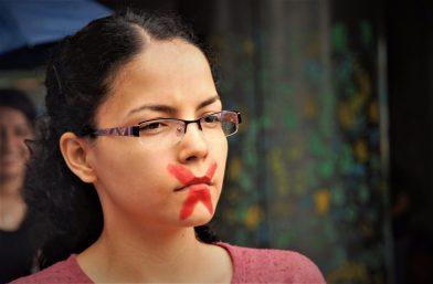 La represión ha aumentado en la UNAH al nivel en que fuerzas armadas del Estado entran a las instalaciones usando gas lacrimógeno y decenas estudiantes están siendo criminalizados.
