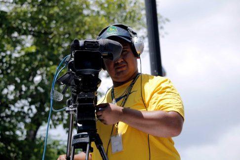 Camarógrafo-cubriendo-los-desfiles-oficiales