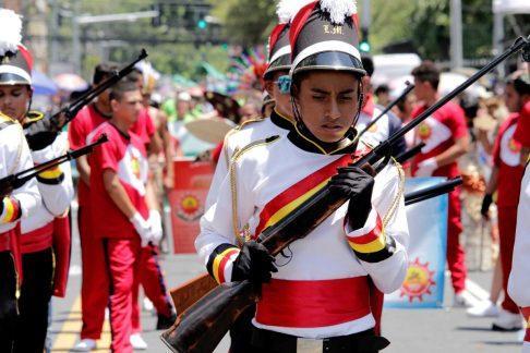 Niño-cadete-en-los-desfiles-oficiales