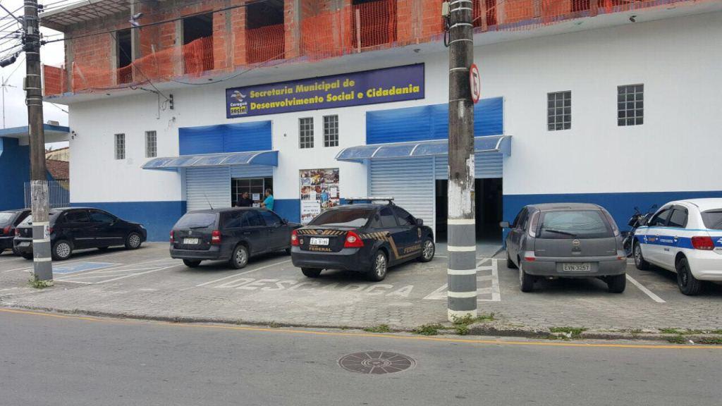 Vídeo flagra Cesta Básica da Prefeitura em carro adesivado