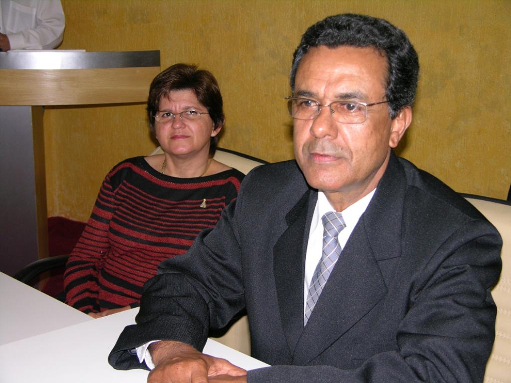 Ex-Prefeito enfrenta dilema na Presidência da Câmara