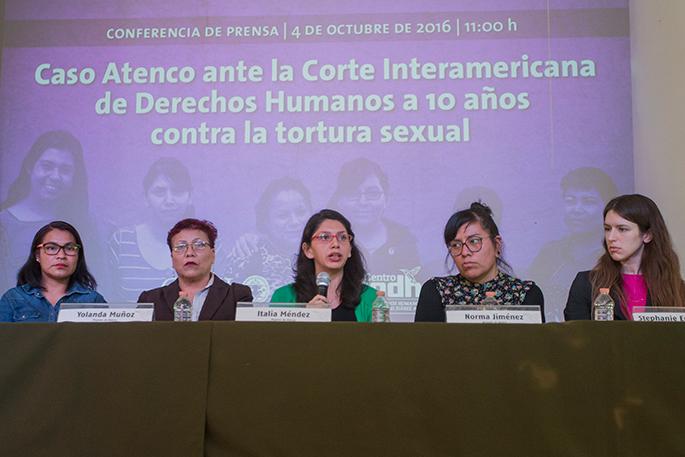 Mujeres que sufrieron detención ilegal