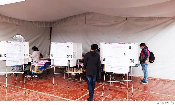 ciudadanos votando en las mesas receptoras en Chimalhuacán