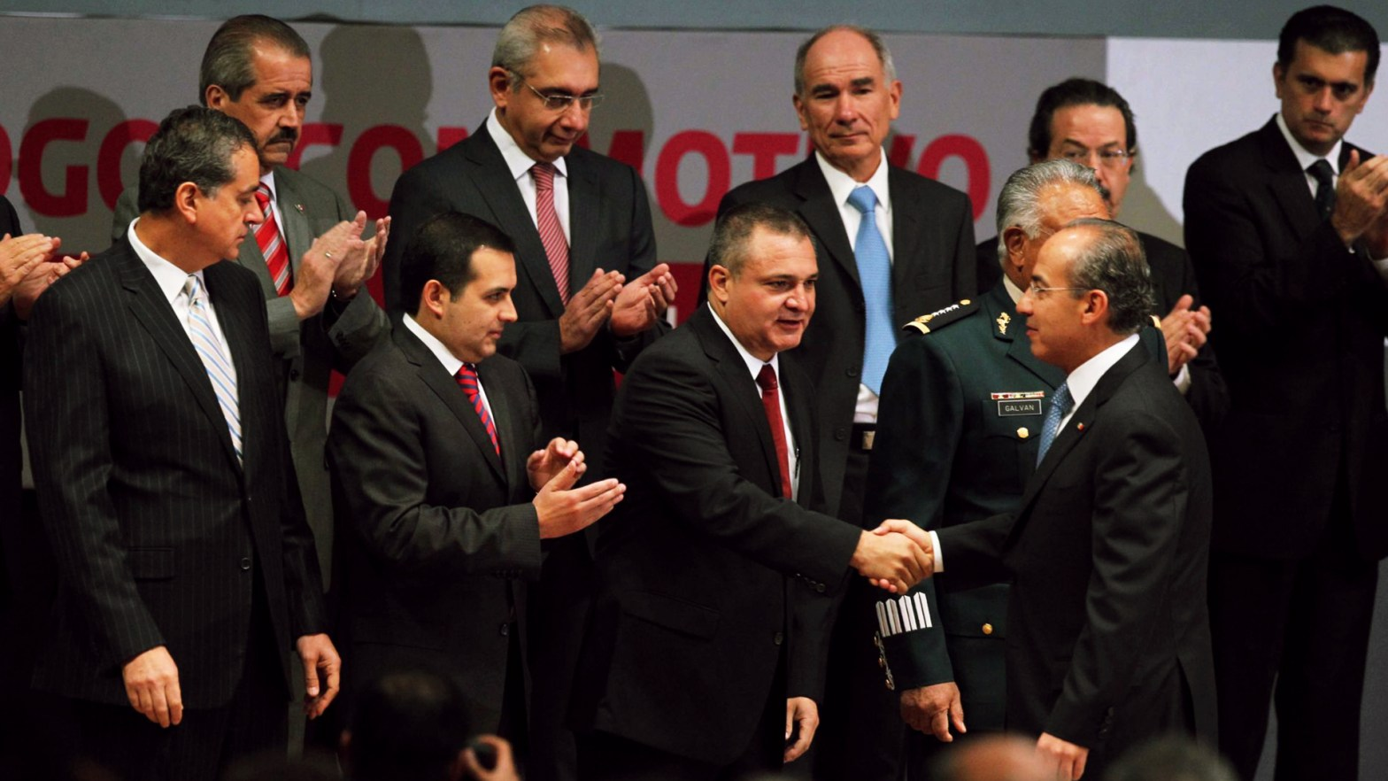 Imagen del expresidente Felipe Calderón con Genaro García Luna, Ernesto Cordero y otros funcionarios