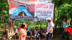 Manifestacion por la masacre de aguas blancas