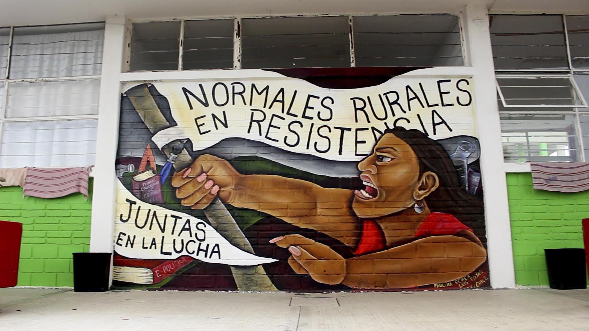 Mural en una de las Escuelas Normales Rurales de México