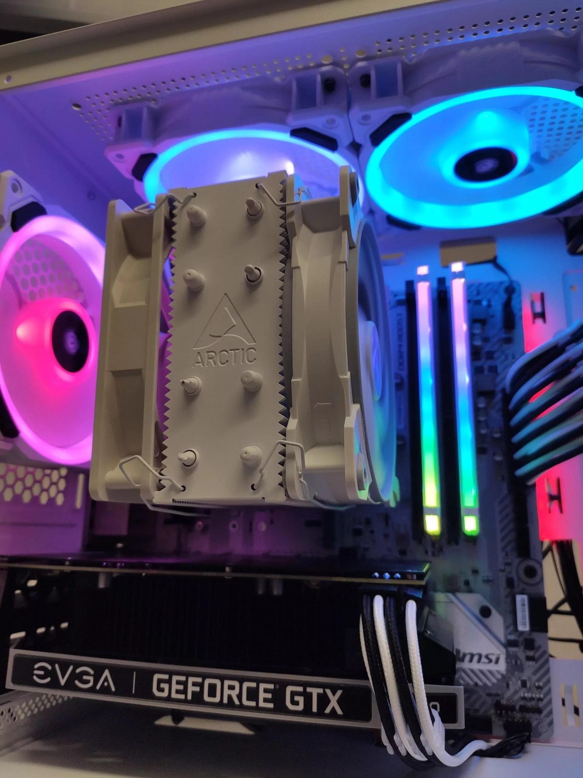 foto de ordenador por piezas