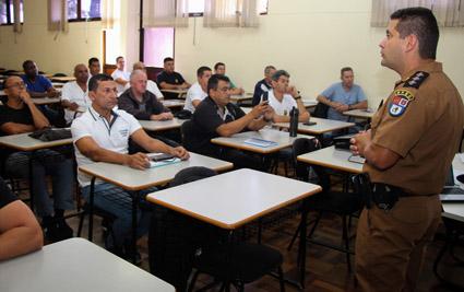 Escola Segura desidrata 50 % e atrai só 100 policiais