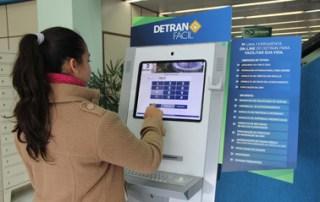 TCE multa ex-diretores do Detran por contrato irregular