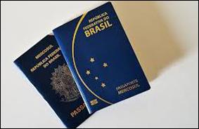 """Bolsonaro quer substituir """"genitor"""" por pai e mãe nos passaportes"""