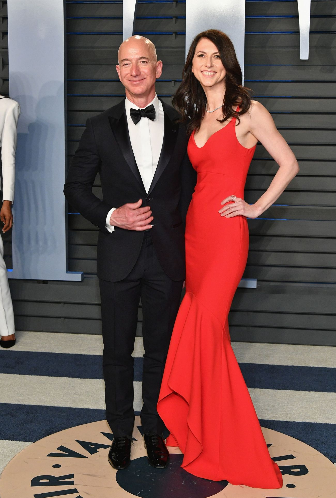 jeff-bezos-and-mackenzie-bezos-attend-the-2018-vanity-fair-news-photo-927381540-1547047564