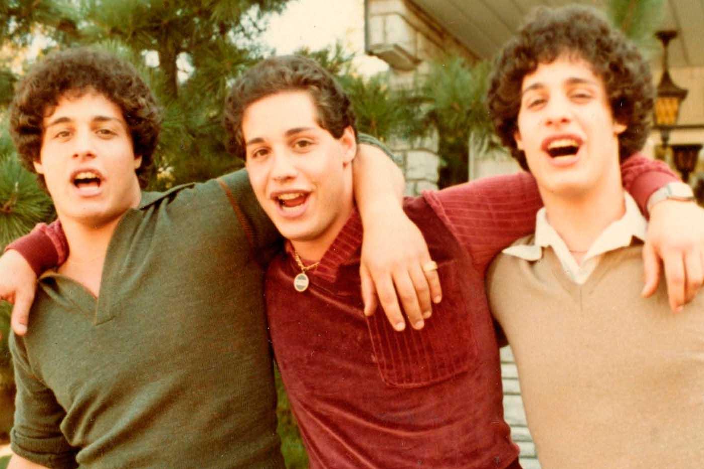 Crítica Tres idénticos desconocidos