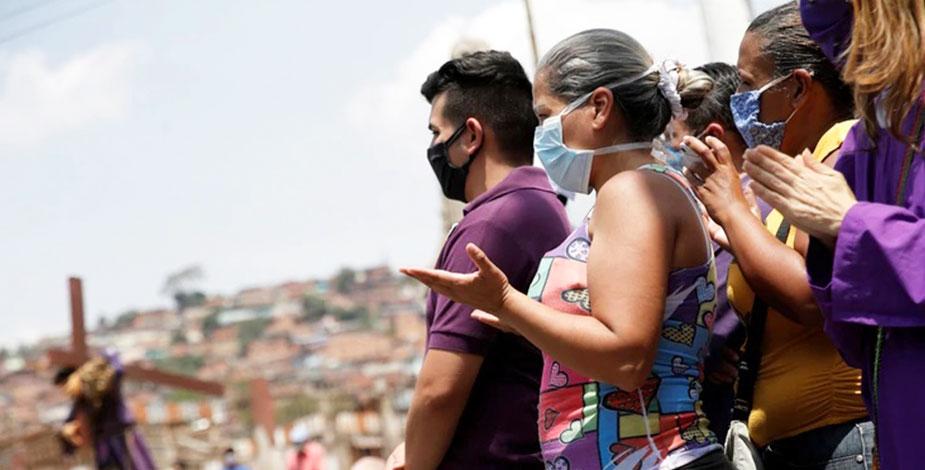 venezolanos rezando
