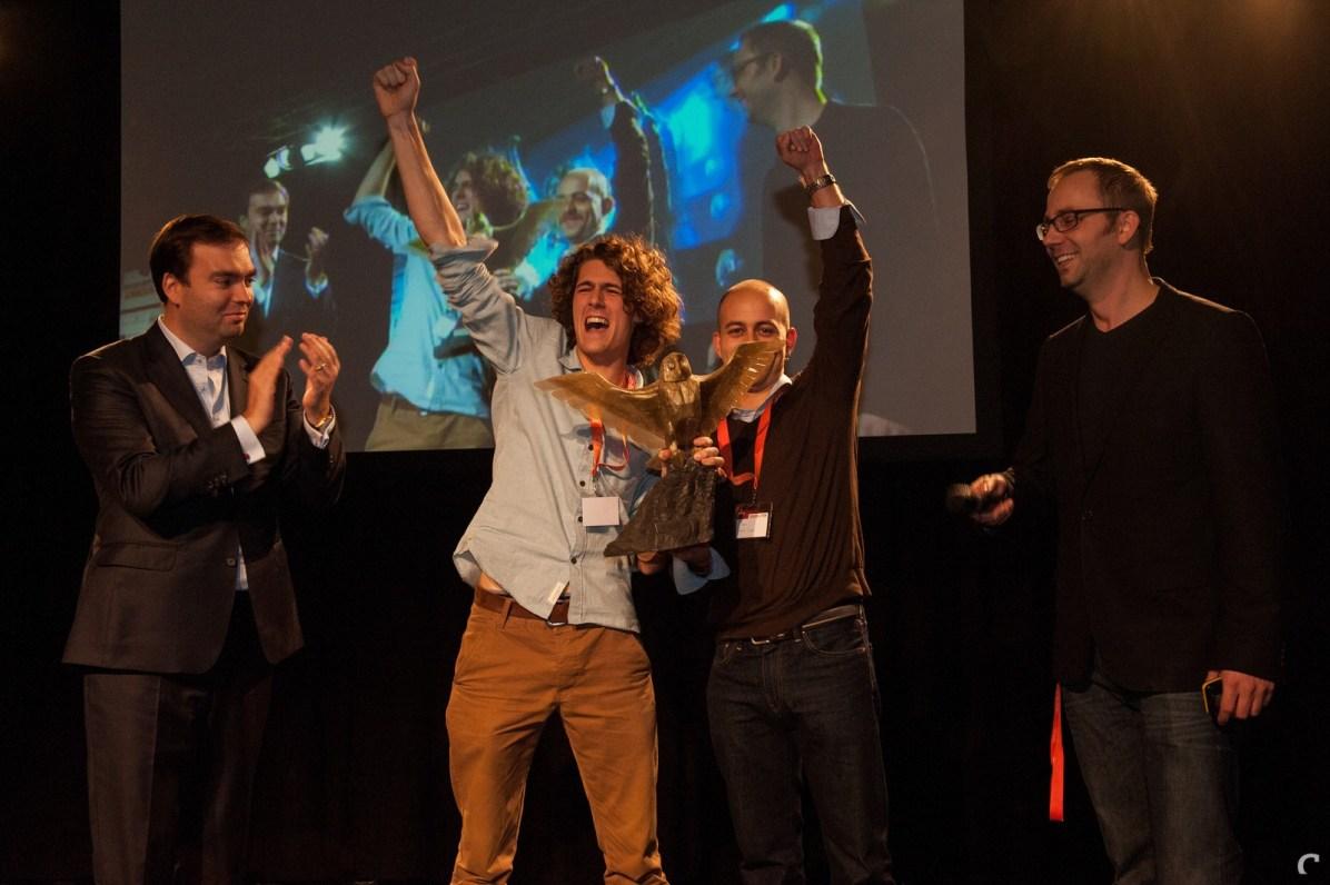 Vlnr: Gedeputeerde Remco van Lunteren, Adriaan de Jongh en Bojan Endrovski (Game Oven) en Matthijs Dierckx (Control Magazine)