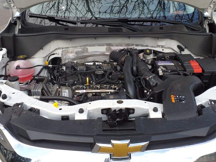 Visão do motor do Chevrolet Tracker 1.0 turbo LT automático