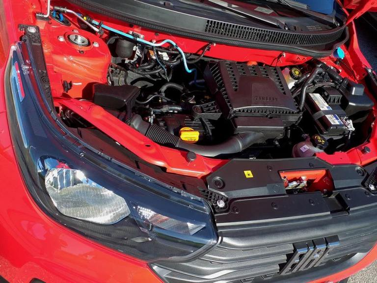 Visão do motor do Fiat Strada Freedom Cabine Plus