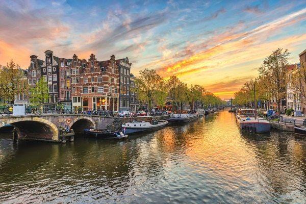 Un canal en Amsterdam