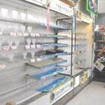 豪雨:コンビニなど食料不足深刻