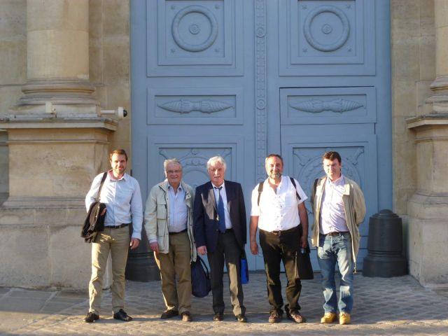 La délégation devant l'Assemblée Nationale