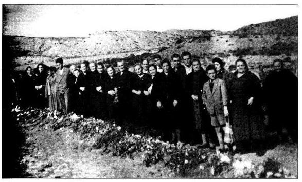 Exhumación en las fosas de La Barranca, 1979 (foto: La Barranca, Asociación para la Preservación de la Memoria Histórica en La Rioja)