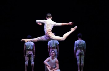 San Francisco Ballet in Trey McIntyre's Your Flesh Shall Be a Great Poem.© Erik Tomasson