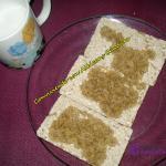 Tostadas crujientes de amaranto con aceite de coco y leche de almendras para beber