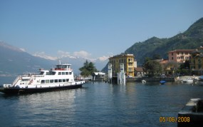 Ferry_dock_Varenna