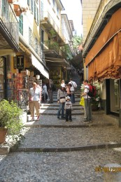 Bellagio_stairway_shopping1
