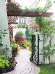 Gorgeous Front Yard Courtyard Landscaping Ideas 04