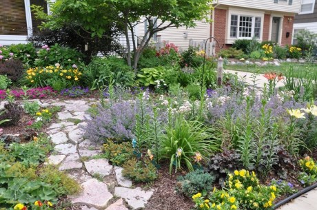 Gorgeous Front Yard Courtyard Landscaping Ideas 10