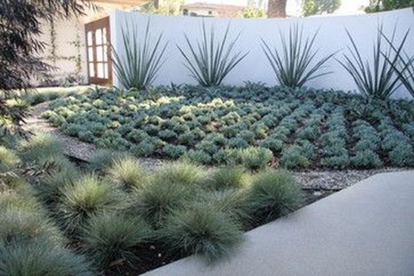 Gorgeous Front Yard Courtyard Landscaping Ideas 17