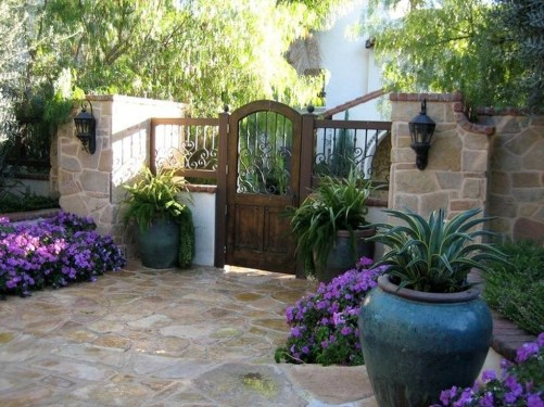 Gorgeous Front Yard Courtyard Landscaping Ideas 38