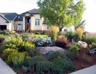 Gorgeous Front Yard Courtyard Landscaping Ideas 41