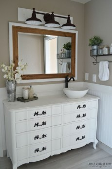 Modern Farmhouse Bathroom Remodel Ideas 29