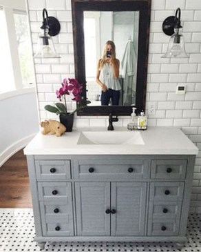 Modern Farmhouse Bathroom Remodel Ideas 52