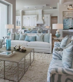 Comfy Coastal Themed Living Room Decorating Ideas 34