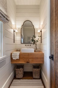Gorgeous Rustic Farmhouse Bathroom Decor Ideas 04