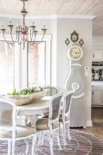 Charming Antique Farmhouse Decoration Ideas 18