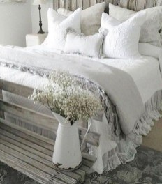 Inspiring Modern Farmhouse Bedroom Decor Ideas 11