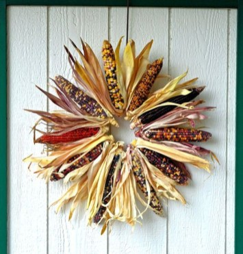 Stylish Fall Wreaths Ideas With Corn And Corn Husk For Door 02