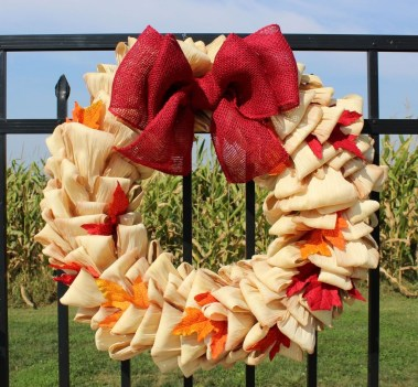 Stylish Fall Wreaths Ideas With Corn And Corn Husk For Door 17