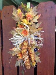 Stylish Fall Wreaths Ideas With Corn And Corn Husk For Door 50