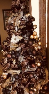 Adorable Gold Christmas Decoration Ideas 02
