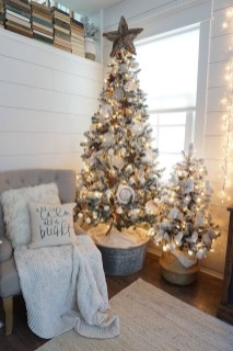 Adorable Gold Christmas Decoration Ideas 04