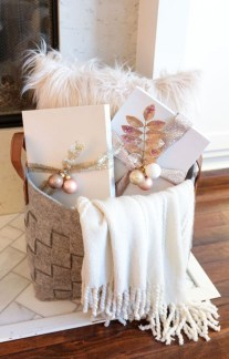 Adorable Gold Christmas Decoration Ideas 16
