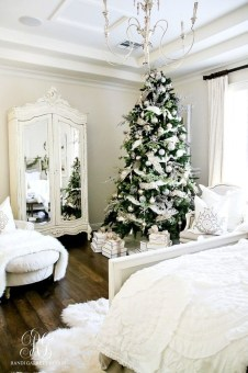 Adorable Gold Christmas Decoration Ideas 50